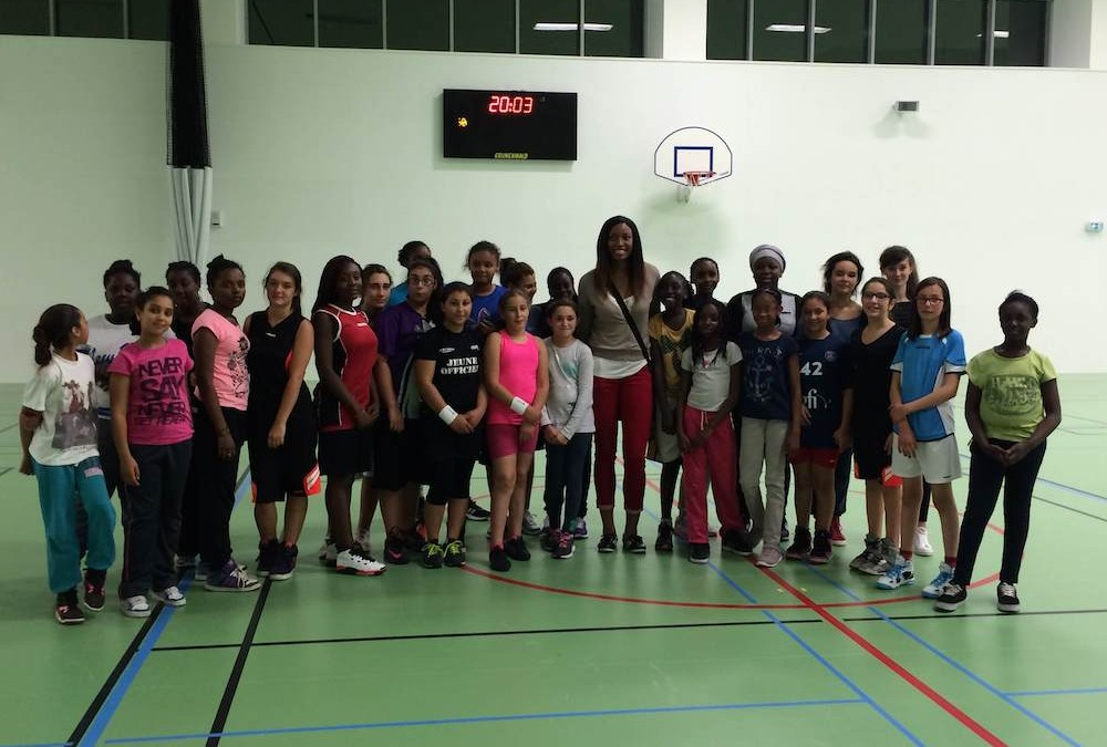 Le Paris Lady Basket rencontre sa marraine Diandra Tchatchouang